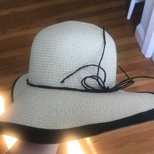 Floppy hat!